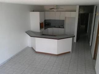 Casa 4-2 en Bayamon Cetca de todo.$750