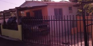 venta 2 casitas 2 niveles con terreno San Sebastian P.R.