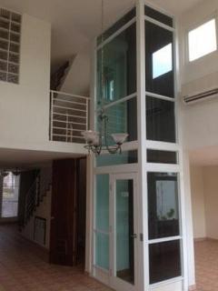 Amplia y moderna residencia