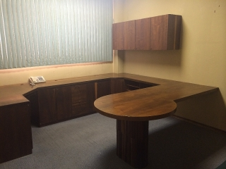Oficina equipada y lista para ocuparse