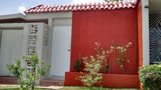 $550 casa con agua/luz por UMET 1h/1b