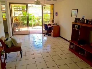 3br/2ba apartamento con patio en 1er piso en Isla Verde