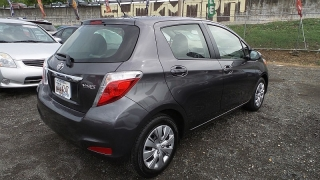 Toyota Yaris L Gris 2014