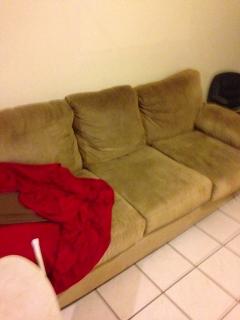 Mueble color crema para 3 personas