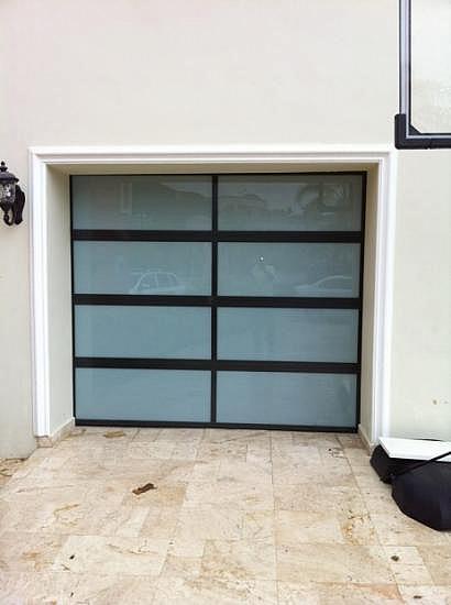 Puertas De Baño En Cristal Puerto Rico:Puerta en Cristal/ Entrada en mármol/ Un solo auto para Compra/Venta