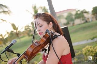 Música de violín, guitarra, voz, piano y cello para diferentes ocaciones