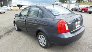 Hyundai Brio Gls Gris Oscuro 2010