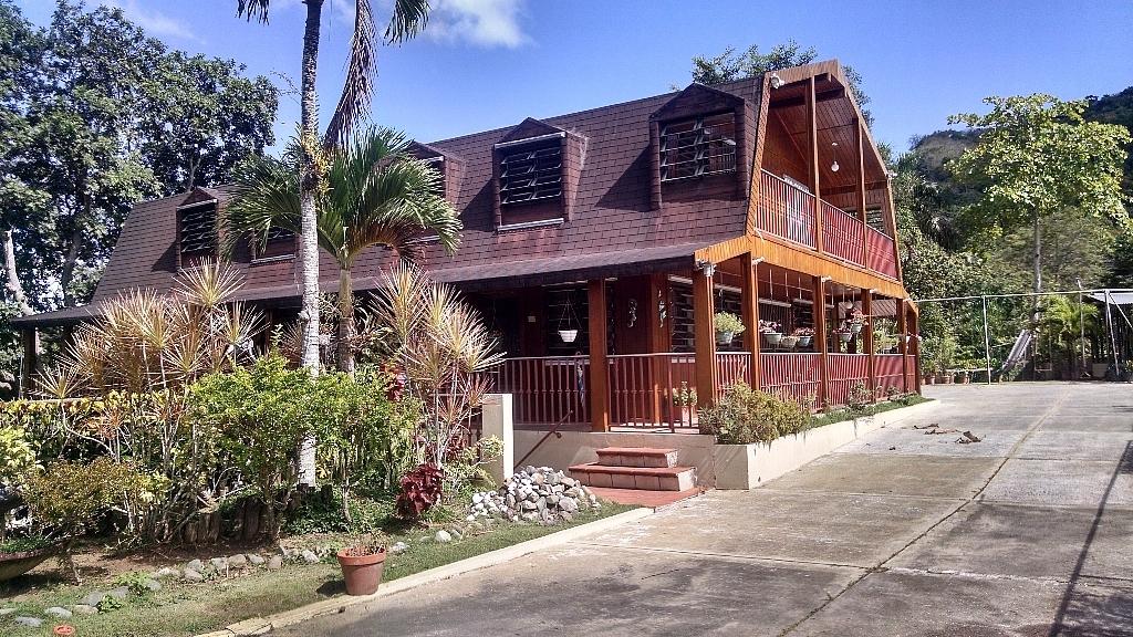 Baño Grande Pool Puerto Rico: Raíces > Residencial > Casas > Casas