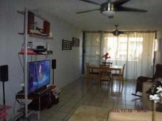 HAGA SU OFERTA!!!!  15-0313 Propiedad ubicada en el Cond. Parque Señorialen San Juan, PR.