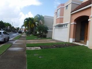 Haga Su Oferta!!! 15-0287 Propiedad adquirida por el banco ubicada en la Urb. Paseo Los Corales en Dorado, PR