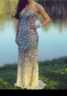 Prom Dress For Sale- Se vende traje de Prom