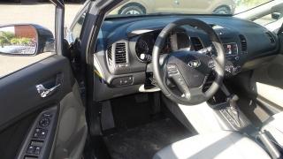 Kia Forte 5-door EX Gris Oscuro 2016