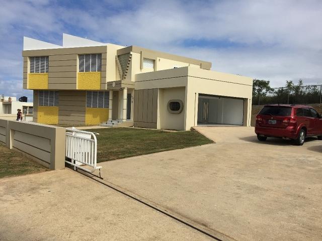 Casa dos niveles 3c 3b 880 mt2 jacuzzi 2do garage for Se vende jacuzzi exterior