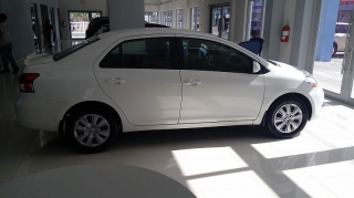 Toyota Yaris Sedan Blanco 2012