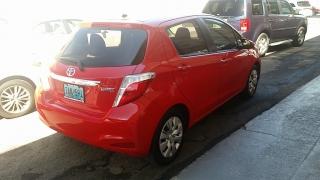 Toyota Yaris L Rojo 2013