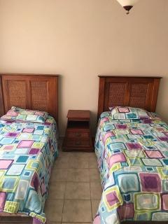 Juego de cuarto en madera sólida-2 camas twin