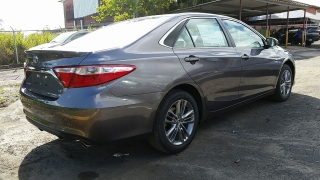 Toyota Camry SE Gris Oscuro 2016