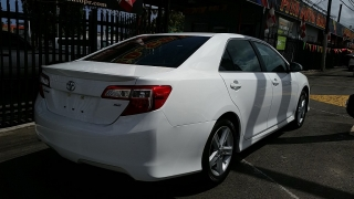 Toyota Camry SE Blanco 2012