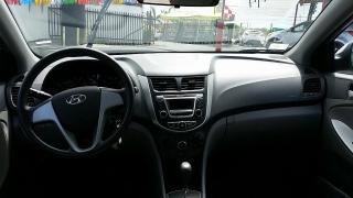 Hyundai Accent GL Plateado 2014