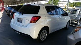 Toyota Yaris L Blanco 2015