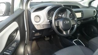 Toyota Yaris L Azul 2015