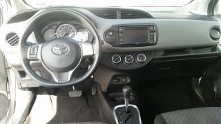 Toyota Yaris L Plateado 2015