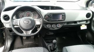 Toyota Yaris L Gris Oscuro 2016