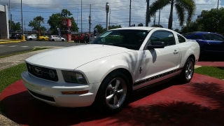 Ford Mustang Deluxe Blanco 2008