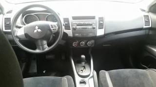 Mitsubishi Outlander ES Gris Oscuro 2011