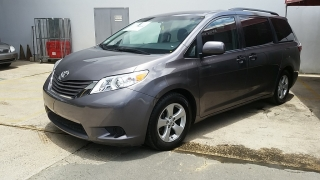 Toyota Sienna LE Gris Oscuro 2015