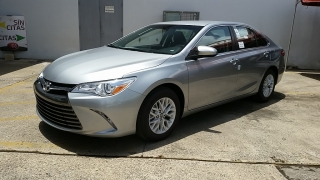 Toyota Camry LE Gris Oscuro 2016