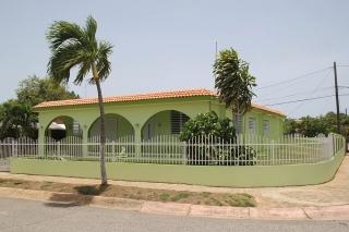 Preciosa Residencia Completamente Remodelada. Urb. del Carmen