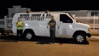Servicio de DJs sonido iluminación Pantallas gigantes