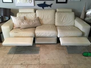 sofa en piel crema