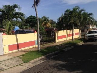 SE VENDE CASA EN URB. REGIONAL ARECIBO