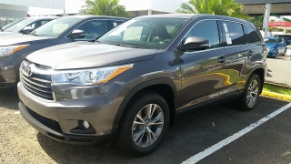 Toyota Highlander Le Plus Gris Oscuro 2016