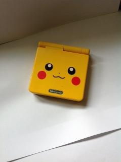 "Nintendo Gameboy Advance SP ""Pikachu edition"""