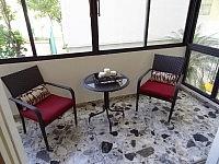 Haga Su Oferta!!! 16-0196  En Condado, un precioso y cómodo apartamento completamente amueblado en Cond. Tropicana.