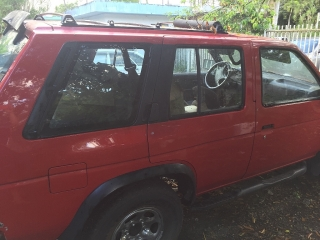 Nissan Pathfinder 95 roja