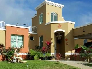 Hermosa residencia de 3 niveles para renta vacacional frente al mar