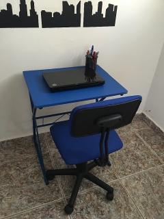 Mesa para Laptop y silla