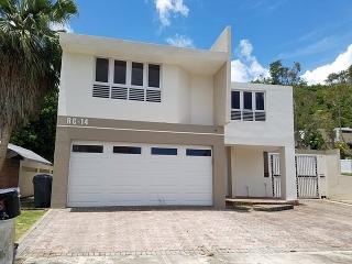 16-0169 Propiedad ubicada en Encantada en la Urb. Rio Cristal en Trujillo Alto, PR.