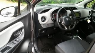 Toyota Yaris L Gris Oscuro 2017