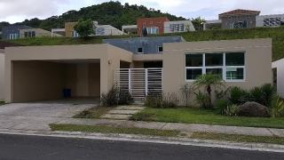 Urb. Las Quintas de Altamira, 3H 2B 1/2 Moderna Comoda y Amplia con Patio
