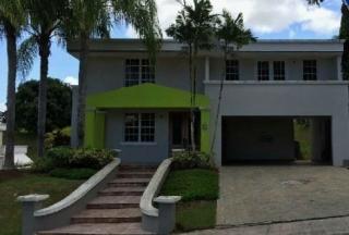 Hermosa residencia en venta, Urb. Valle del Lago, Caguas