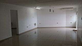 Amplio local comercial de 850pc con aire