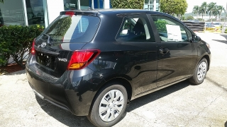 Toyota Yaris L Negro 2017