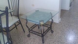 Juego de Comedor y dos mesas del mismo diseño $150 OMO
