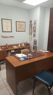 OFICINA ALQUILER -MEDICO O PARA CUALQUIER PROFESIONAL -AMPLIA -CENTRO COMERCIAL BIEN CENTRICO!!!