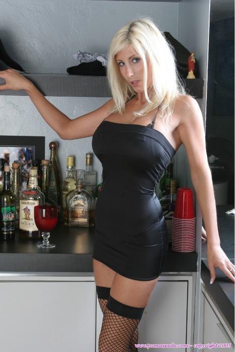 Blonde MILF Puma Swede peels off sexy lingerie in front of sliding doors № 438084  скачать